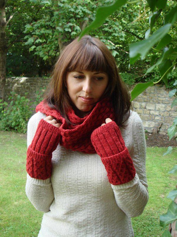 Organic Wool Wendy Bramble Scarf Red