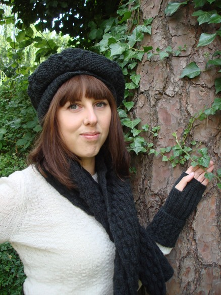 Organic Wool Wendy Keith Medallion Cabled Mittens Black