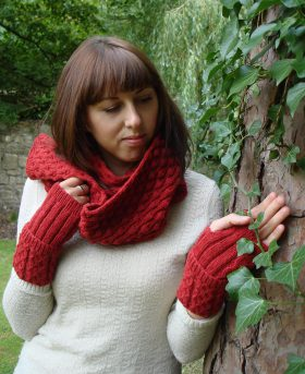 Organic Wool Wendy Keith Medallion Cabled Mittens Red